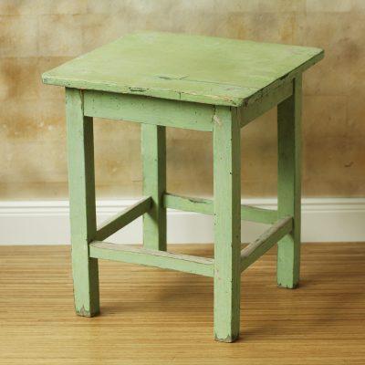 Holzhocker grün
