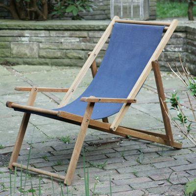 Liegestuhl blauer Stoff
