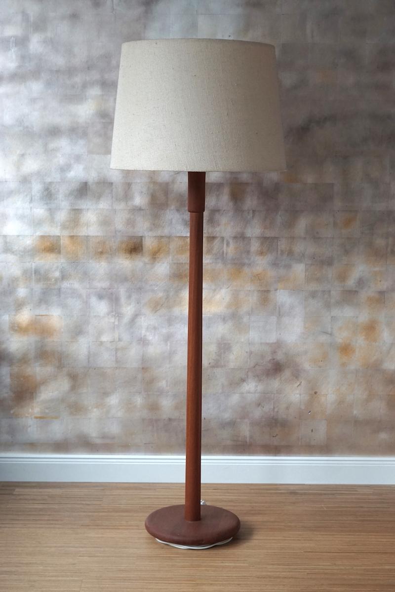 stehlampe teakholz klassiker co. Black Bedroom Furniture Sets. Home Design Ideas